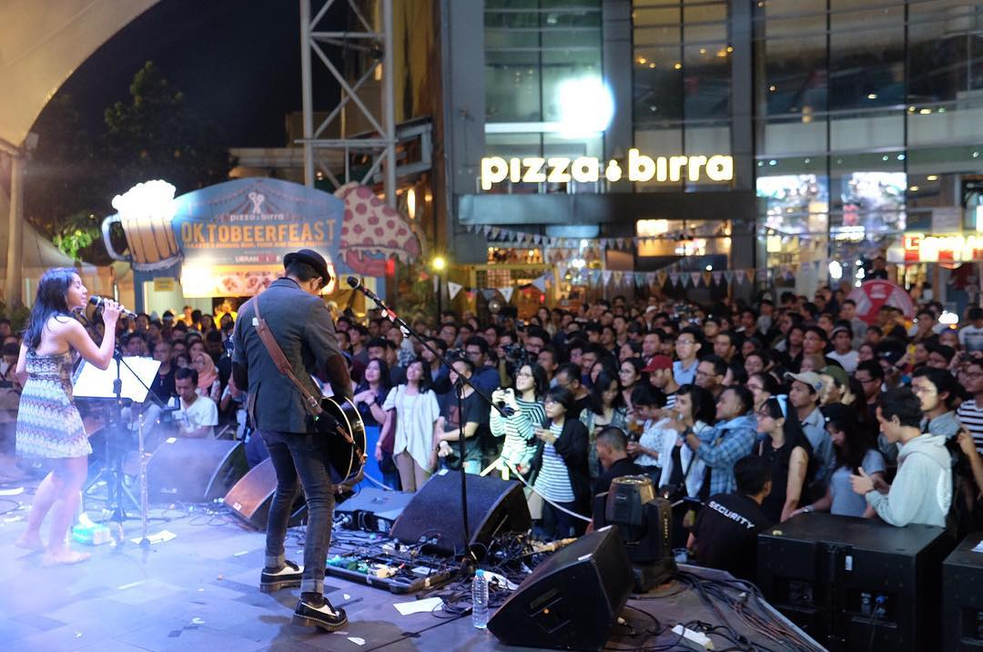 Celebrating the 10 years of Pizza e Birra to become the best sports bar in Jakarta